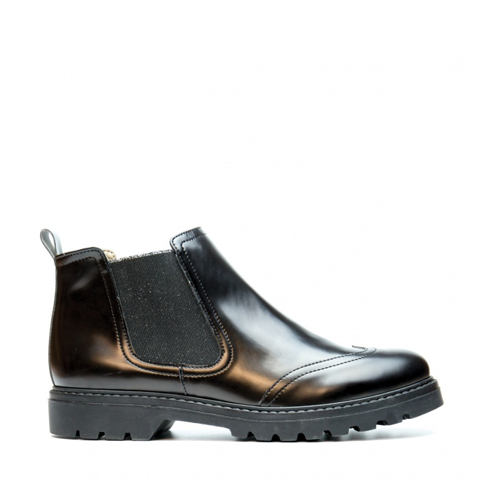 woman chelsea boots