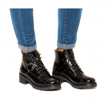 woman vegan lace up boots