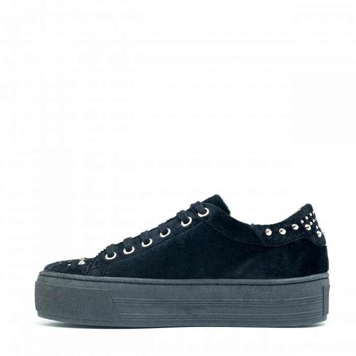Wika Black woman vegan sneakers velvet black